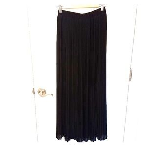 Forever 21 high waisted pleated maxi skirt black